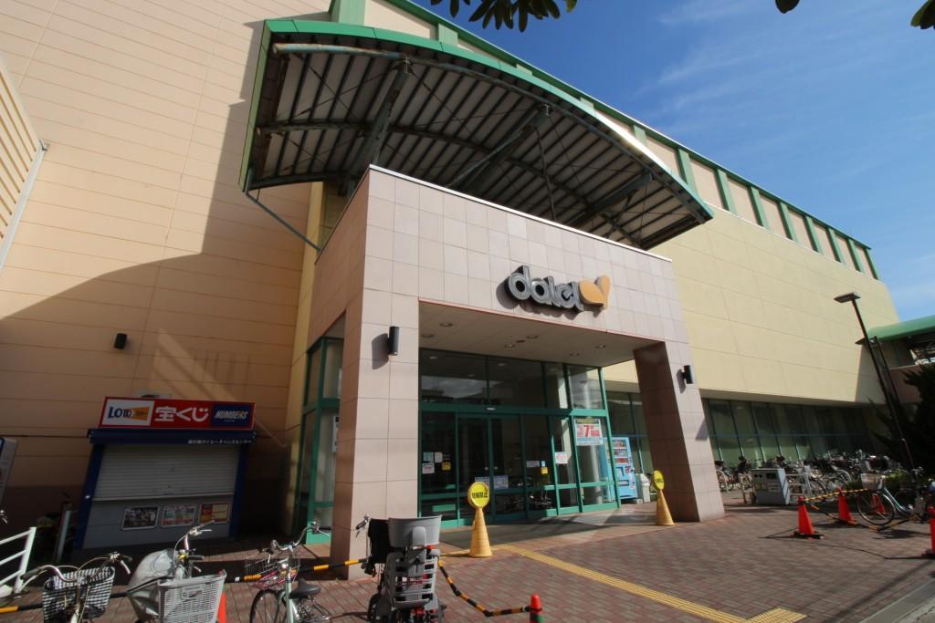 大型スーパー